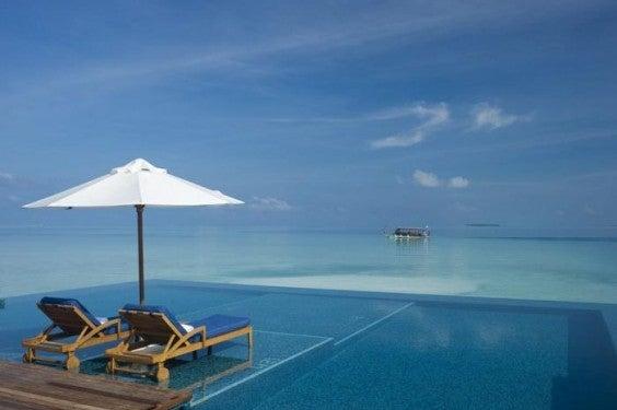 infinity-pool-malediven-Rangali