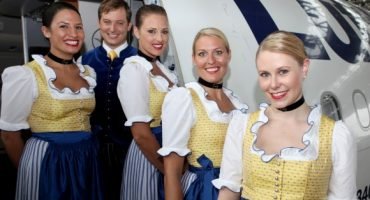 Oktoberfest 2012: Lufthansa im Wiesn-Outfit