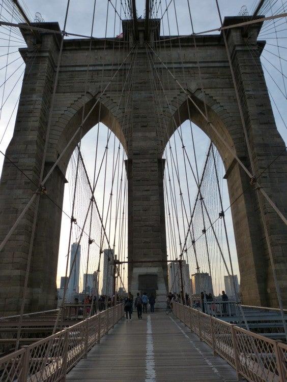 Brooklyn-Bridge-bei-tag-nyc