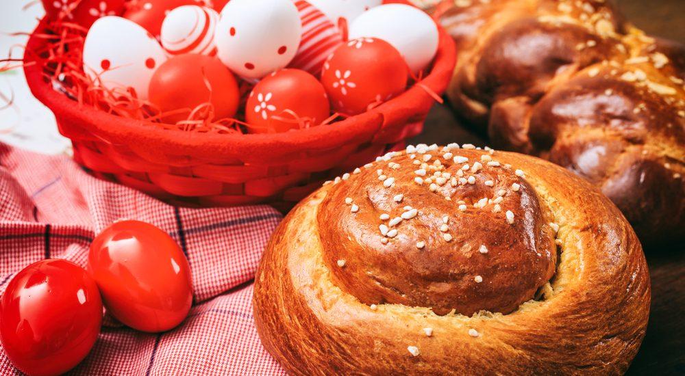 Tsoureki kulinarische Ostern