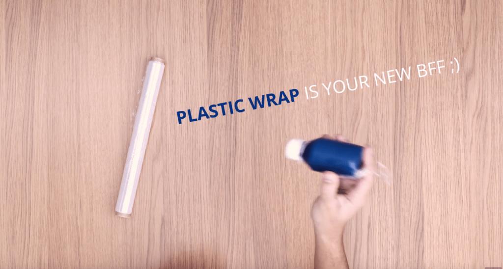 plastikfolie-flaschentravel-hacks-reiseblog-min